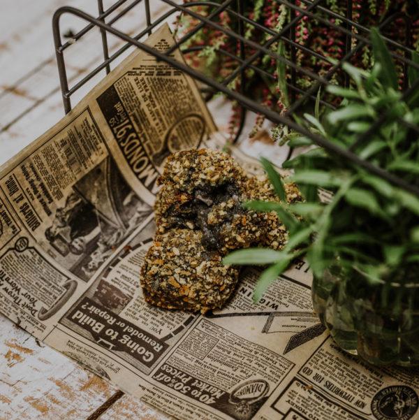3 croquetas de chipirones encima de un periódico